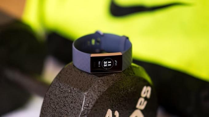 Parhaat lahjat miehille 2019: Fitbit Charge 3